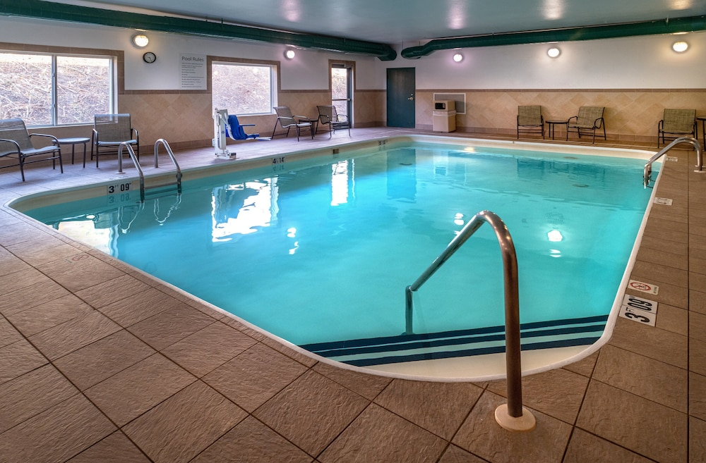 Pool, Holiday Inn Express Charleston-Kanawha City
