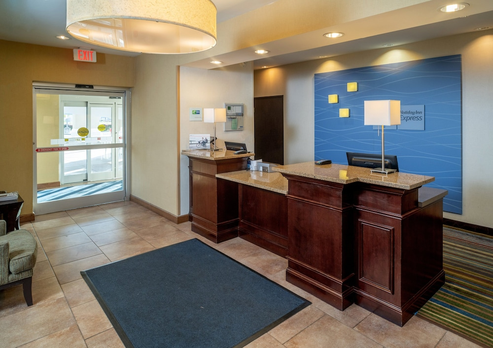 Lobby, Holiday Inn Express Charleston-Kanawha City