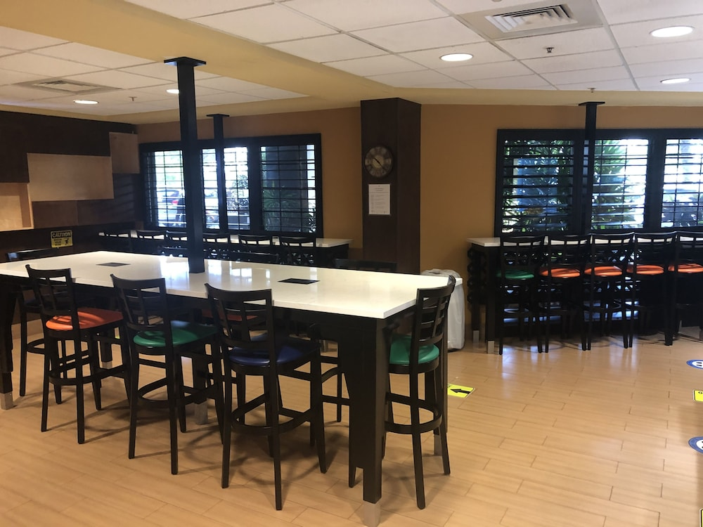 Breakfast Area, Holiday Inn Express & Suites Ft. Lauderdale Airport West, an IHG Hotel