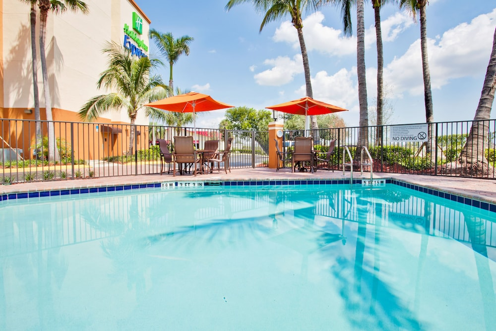 Pool, Holiday Inn Express & Suites Ft. Lauderdale Airport West, an IHG Hotel