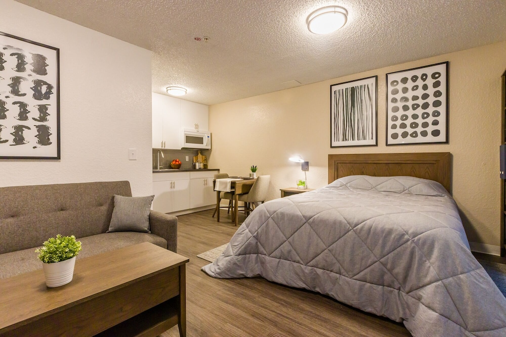Room, InTown Suites Extended Stay Select Denver Aurora West