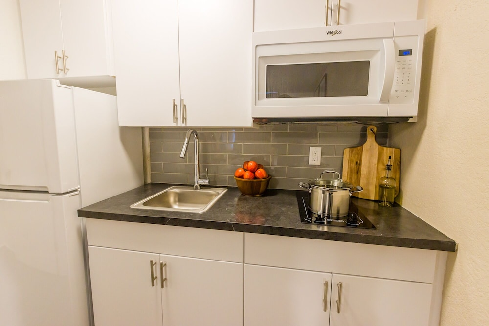 Private Kitchen, InTown Suites Extended Stay Select Denver Aurora West