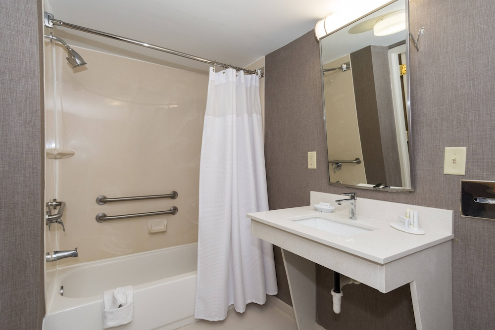 Bathroom, SpringHill Suites by Marriott Charlotte Concord Mills Spdwy
