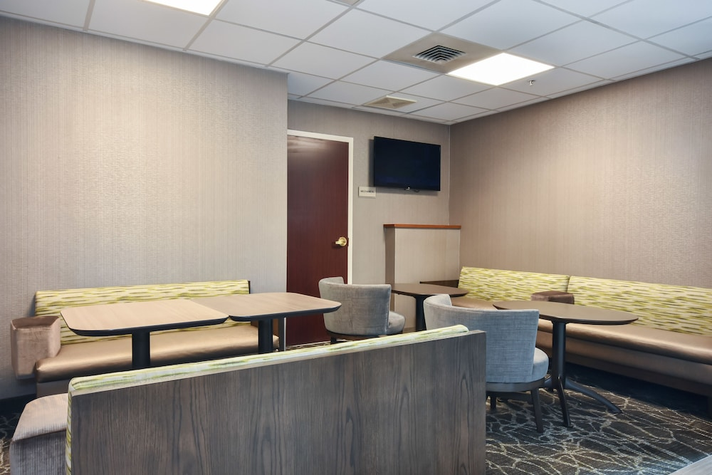 Breakfast Area, SpringHill Suites by Marriott Charlotte Concord Mills Spdwy
