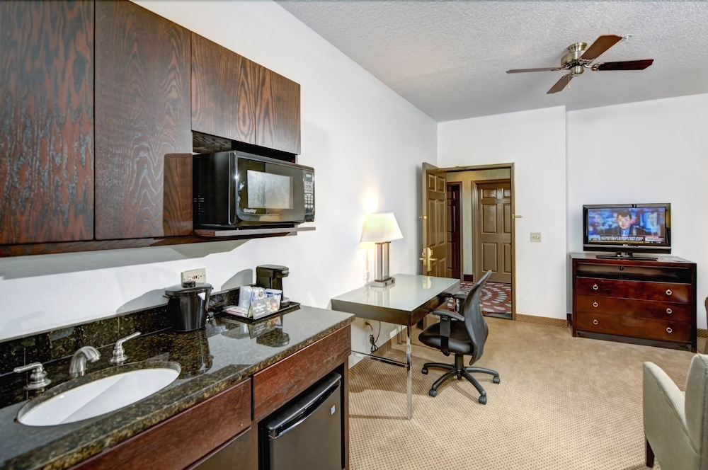 Room, Holiday Inn Express Hotel & Suites Chicago-Deerfield/Lincoln