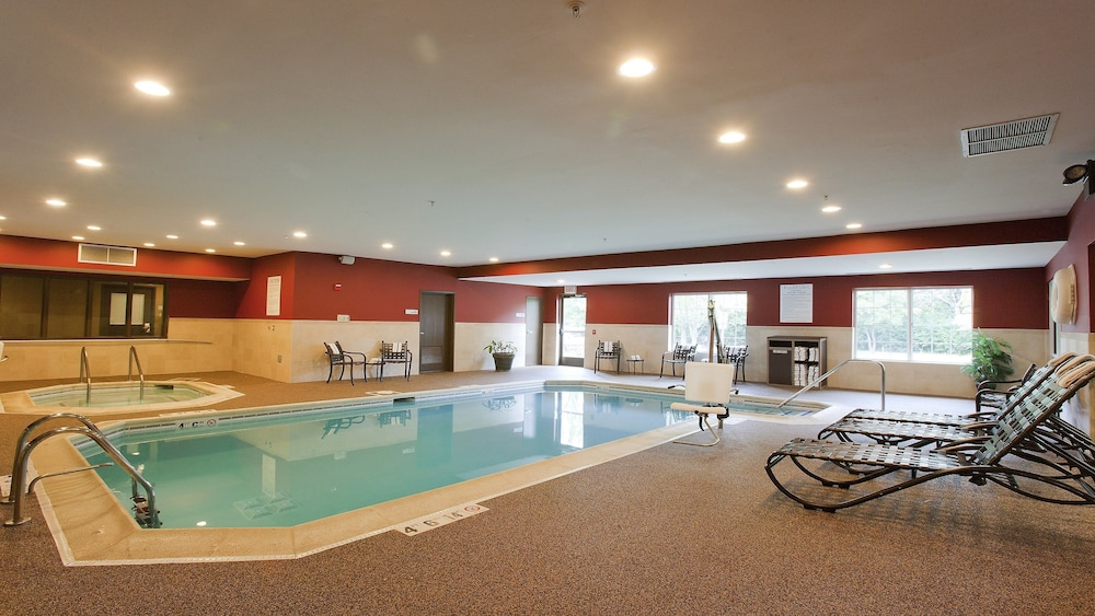Pool, Holiday Inn Express Hotel & Suites Chicago-Deerfield/Lincoln