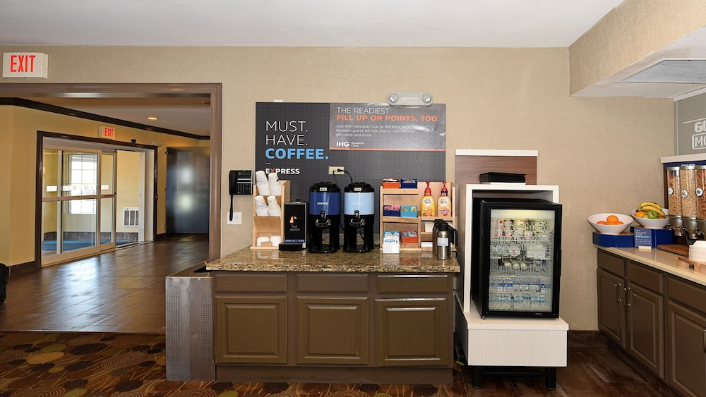 Breakfast Meal, Holiday Inn Express Hotel & Suites Chicago-Deerfield/Lincoln