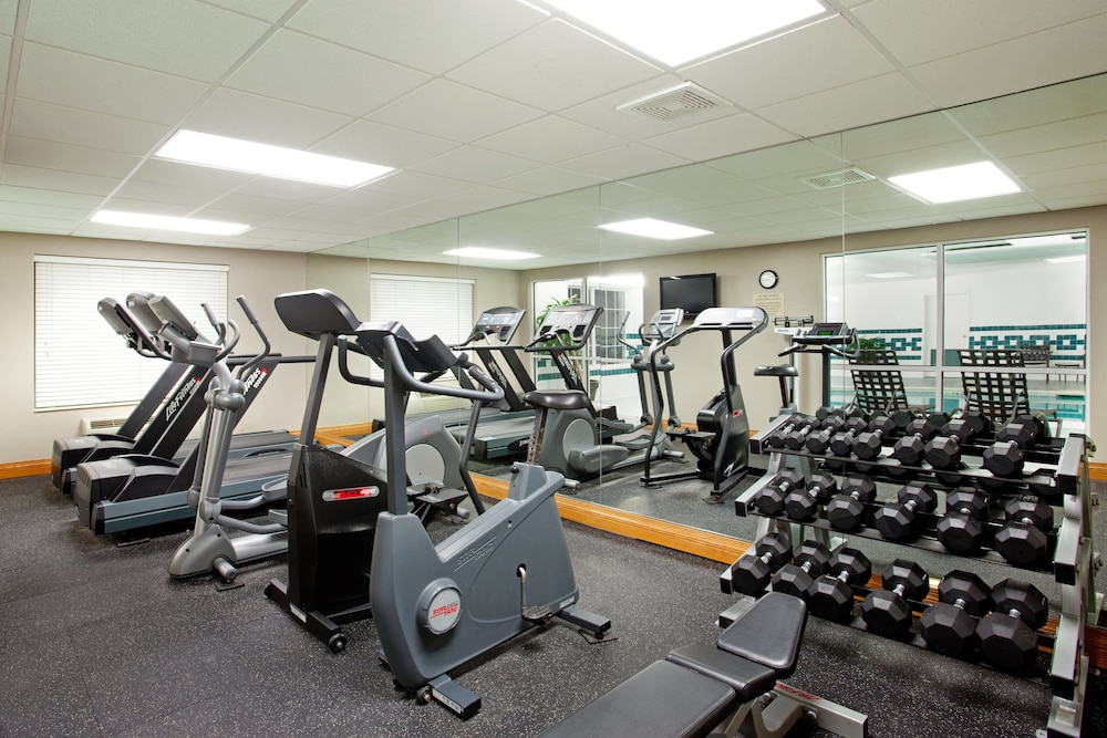 Fitness Facility, Holiday Inn Express Hotel & Suites Chicago-Deerfield/Lincoln