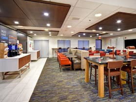 Holiday Inn Express Newport North - Middletown, an IHG Hotel