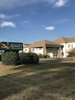 Quality Inn & Suites Sneads Ferry - North Topsail Beach