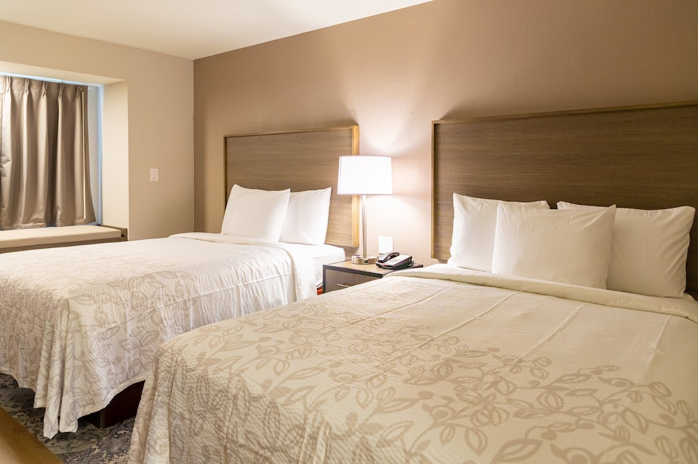 Room, Red Roof Inn PLUS+ & Suites Savannah - I-95