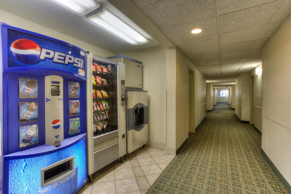 Vending Machine, Motel 6 Portland, OR - Tigard West