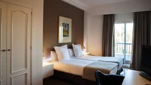 Ropa de cama de alta calidad y escritorio