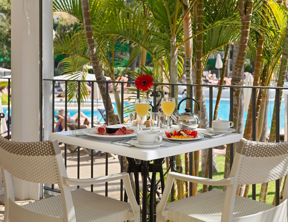 Breakfast buffet, H10 Andalucia Plaza - Adults Only