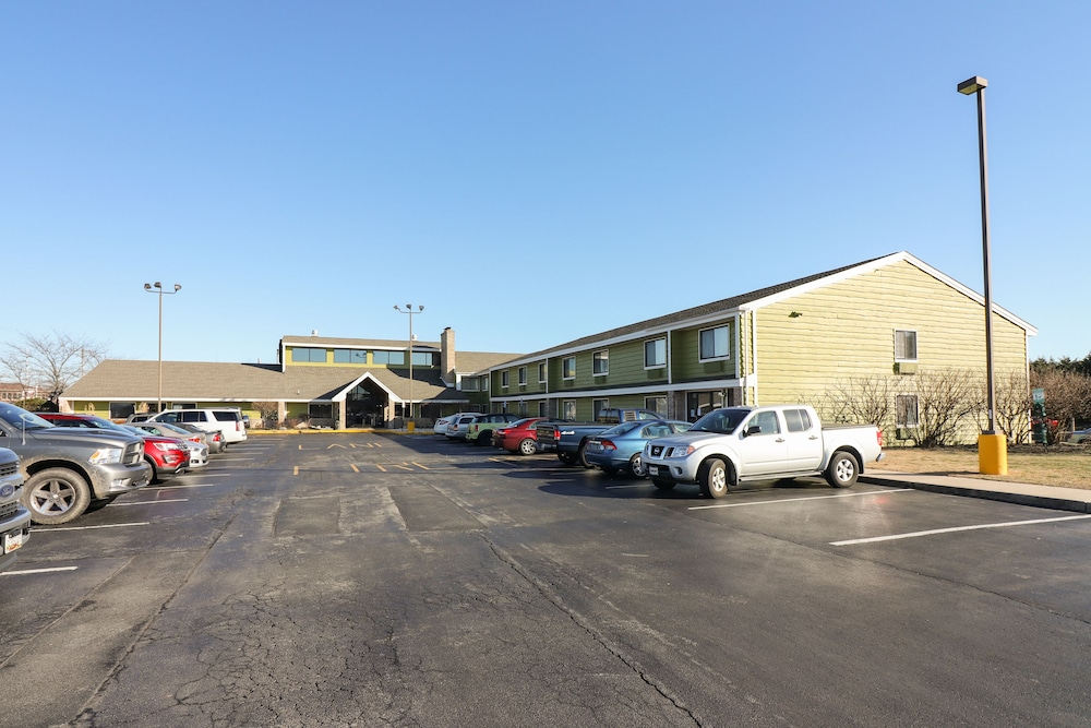 Parking, American Inn and Suites