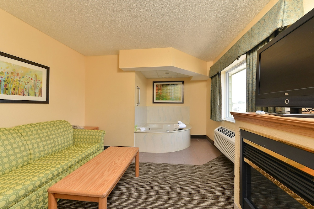 Living Area, American Inn and Suites