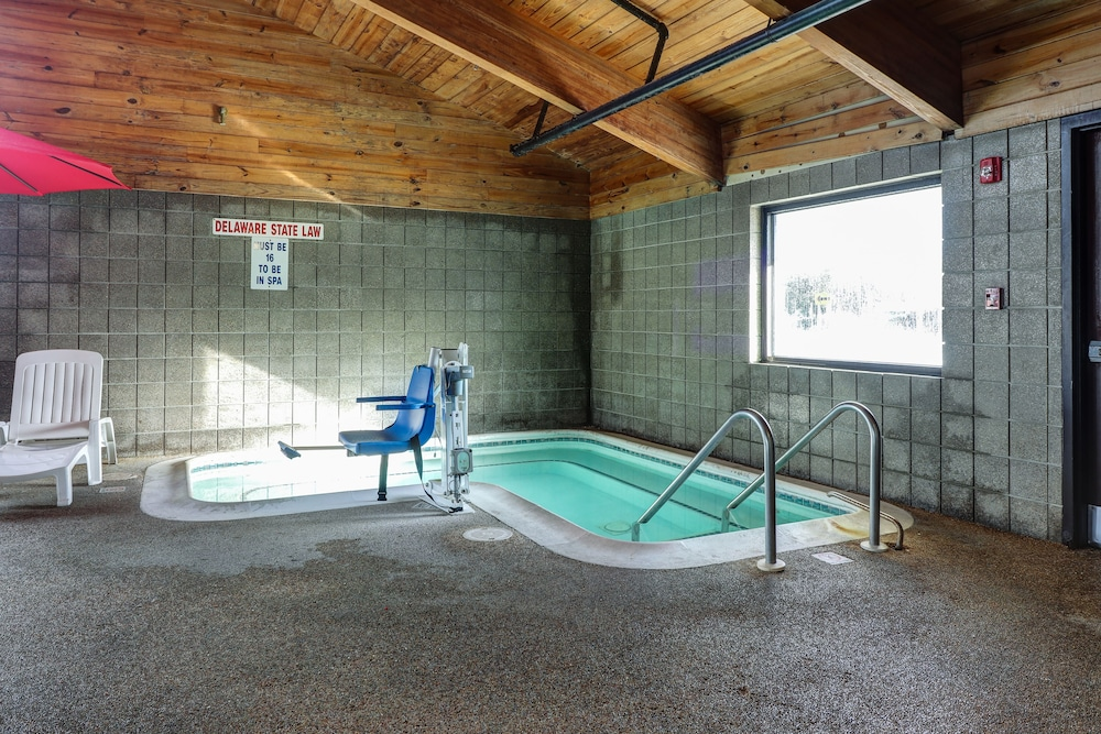 Indoor Spa Tub, American Inn and Suites