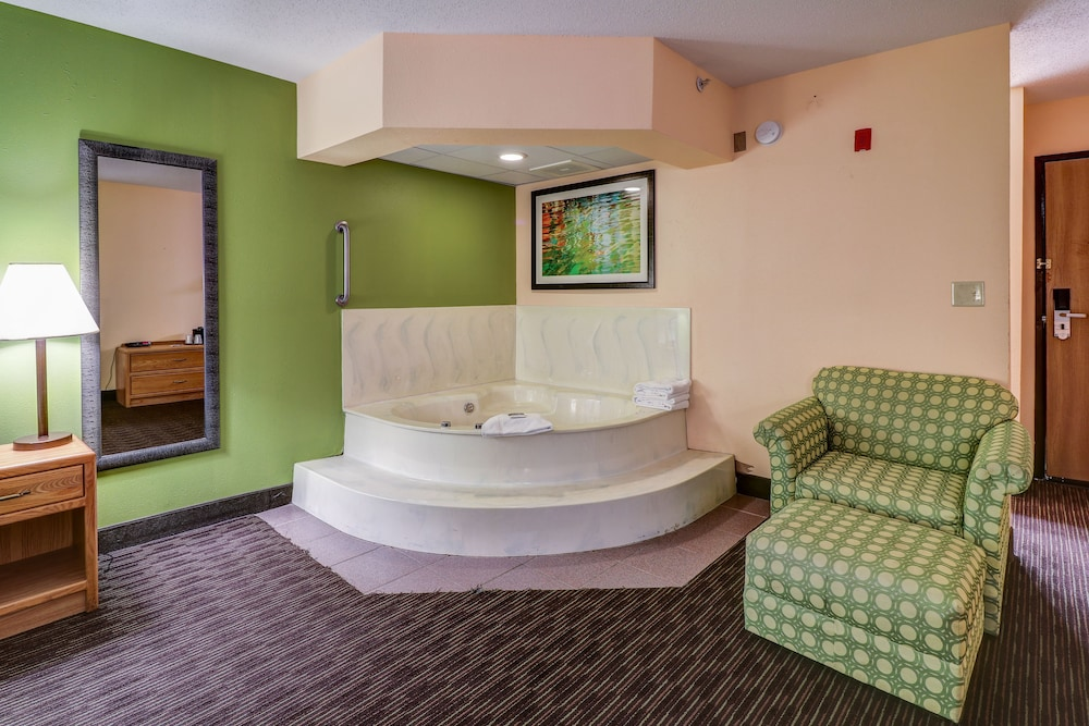 Jetted Tub, American Inn and Suites