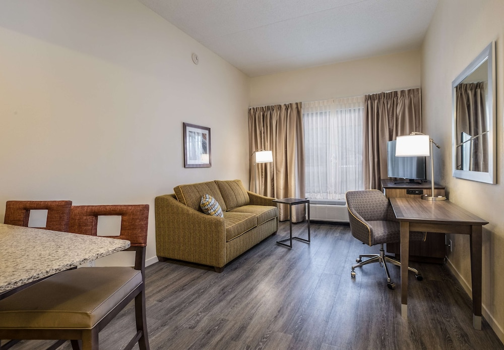 Living Area, Hampton Inn Waterville