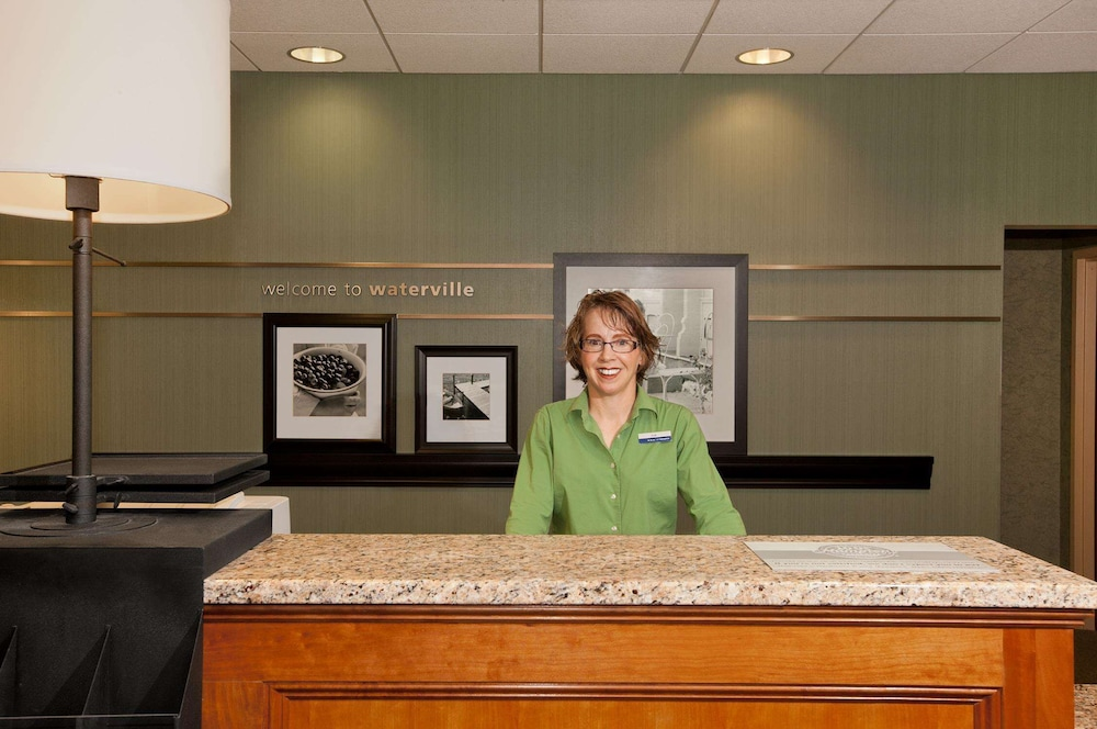 Reception, Hampton Inn Waterville
