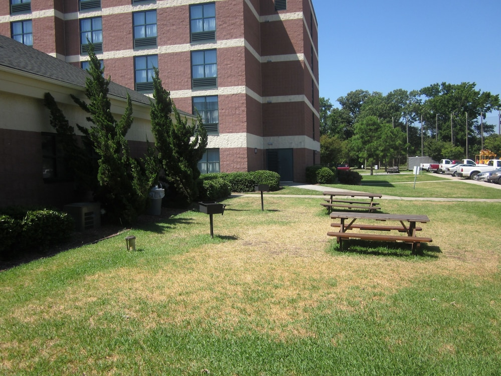 BBQ/Picnic Area, Sleep Inn Lake Wright - Norfolk Airport