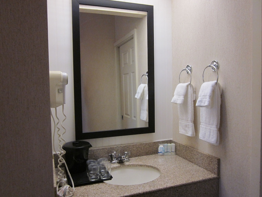Bathroom, Sleep Inn Lake Wright - Norfolk Airport