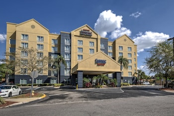 Fairfield Inn & Suites by Marriott Near Universal Orlando
