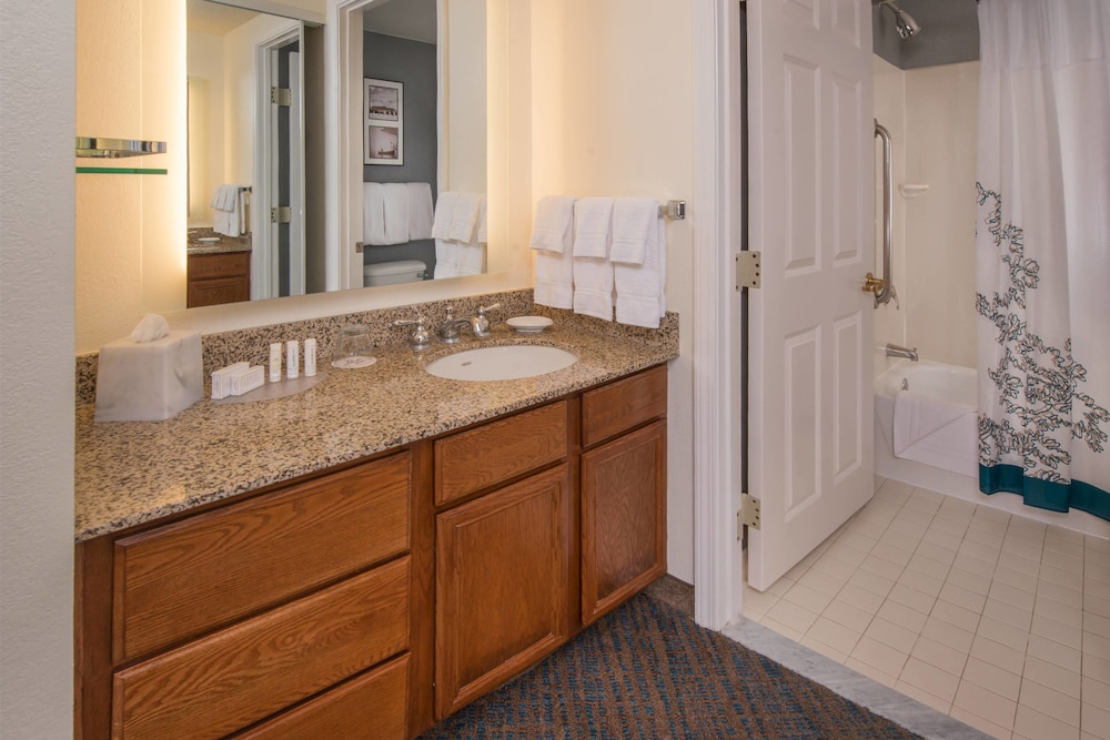Bathroom, Residence Inn by Marriott Arlington at Rosslyn