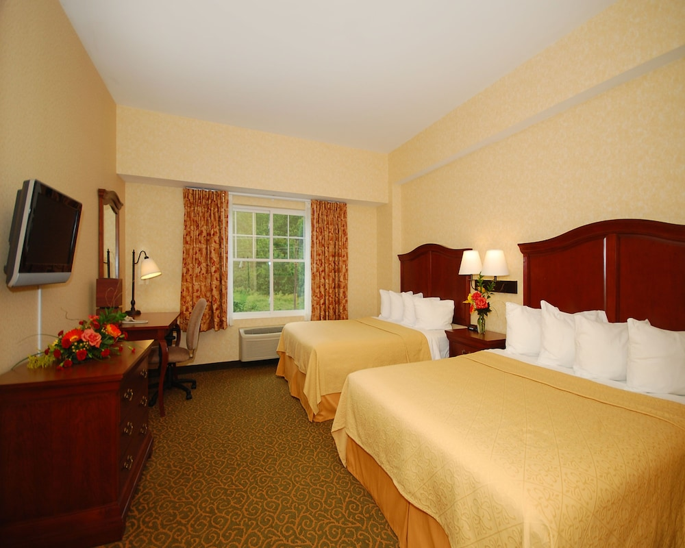 Quality Inn And Suites Evergreen Hotel Augusta Me