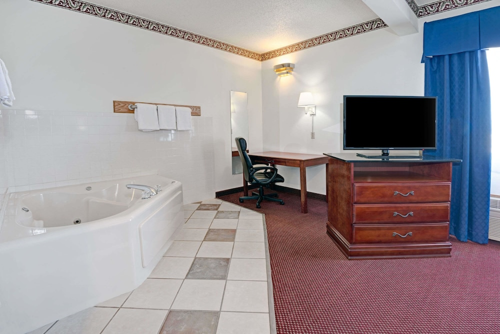 Room, Days Inn by Wyndham Laramie