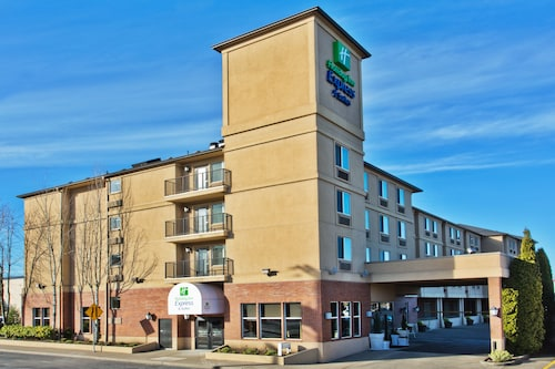 Great Place to stay Holiday Inn Express Hotel & Suites Portland-NW Downtown near Portland