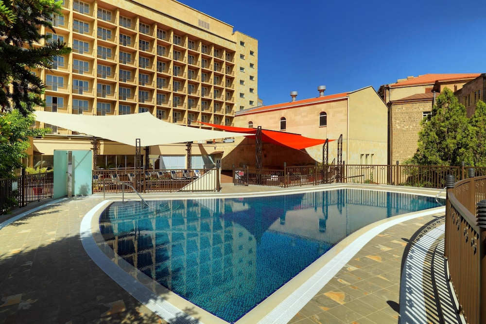 Outdoor Pool, Armenia Marriott Hotel Yerevan