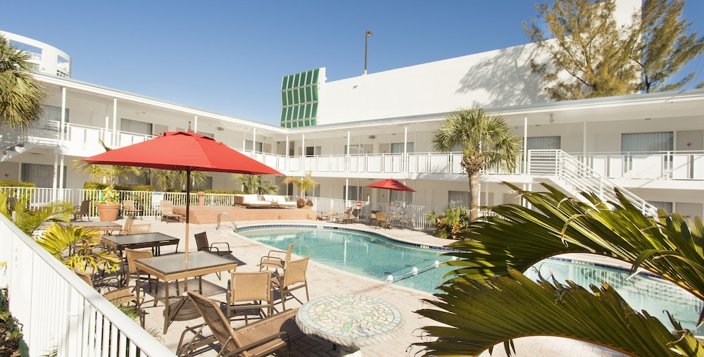 Outdoor Pool, Collins Hotel
