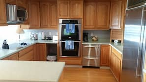 Microwave, coffee/tea maker, toaster, cookware/dishes/utensils