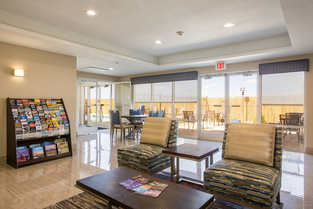 Lobby Sitting Area, Baymont by Wyndham Albuquerque Airport