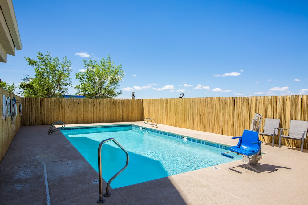 Outdoor Pool, Baymont by Wyndham Albuquerque Airport
