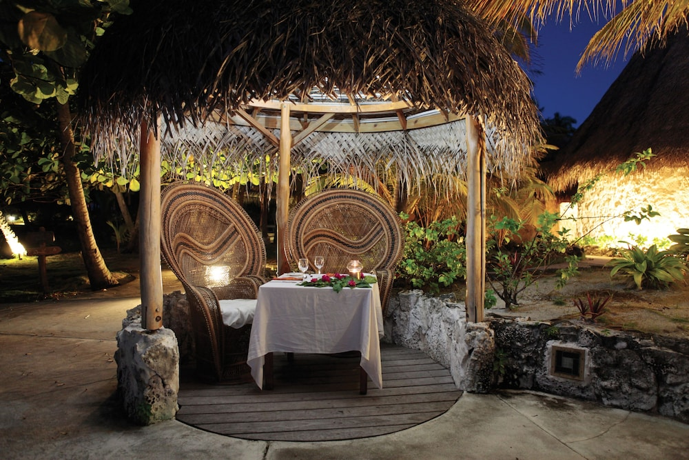 Outdoor Dining, Tikehau Pearl Beach Resort