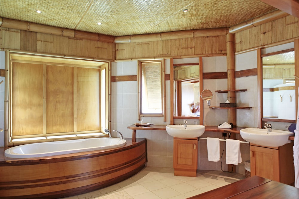 Bathroom, Tikehau Pearl Beach Resort