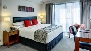 防过敏的被褥、客房内保险箱、办公桌、遮光窗帘