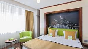 Ropa de cama hipoalergénica, minibar, mobiliario individual y escritorio