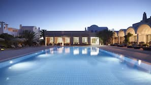 3 outdoor pools