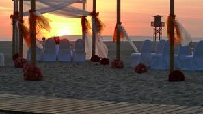 Ubicación a pie de playa, arena blanca, toallas de playa y vóley playa
