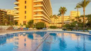 Indoor pool, 8 outdoor pools, pool umbrellas, pool loungers