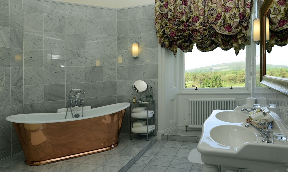 Bathroom, Inverlochy Castle
