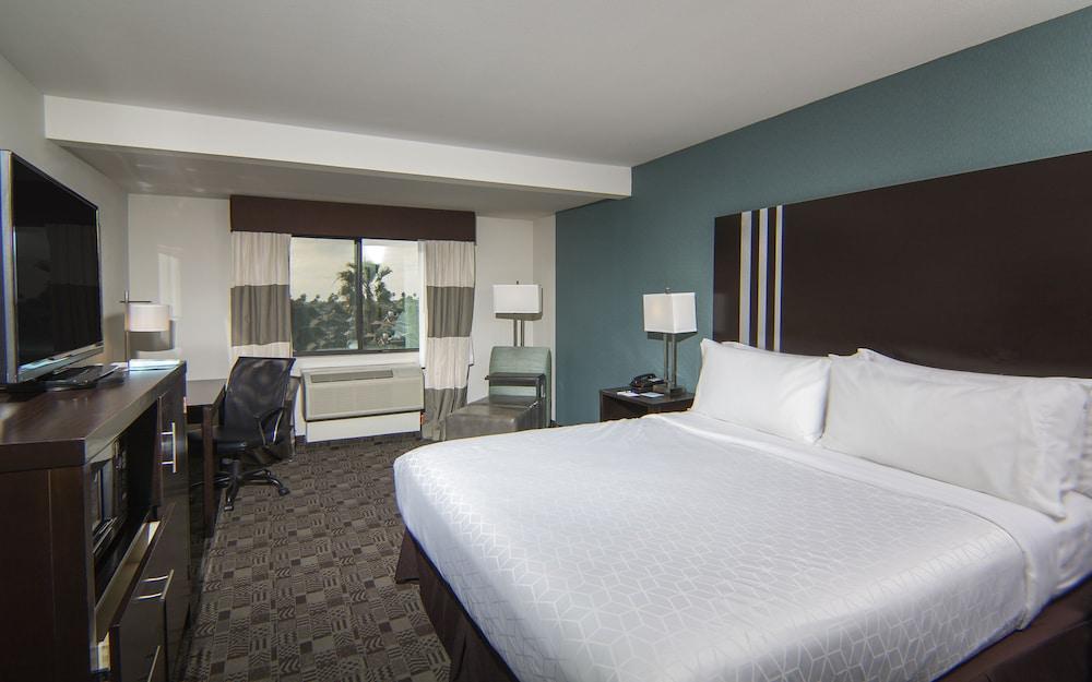 holiday inn express hotel suites carlsbad beach 2019. Black Bedroom Furniture Sets. Home Design Ideas