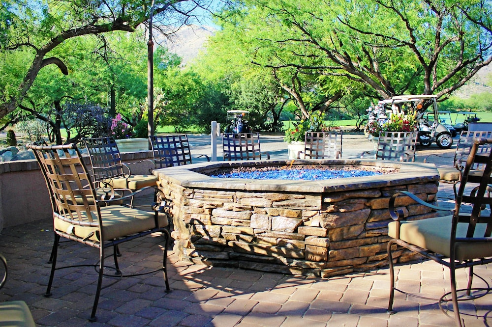 Outdoor Dining, The Lodge at Ventana Canyon
