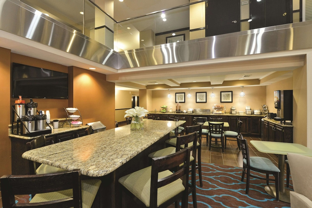 Breakfast Area, La Quinta Inn & Suites by Wyndham Indianapolis Greenwood