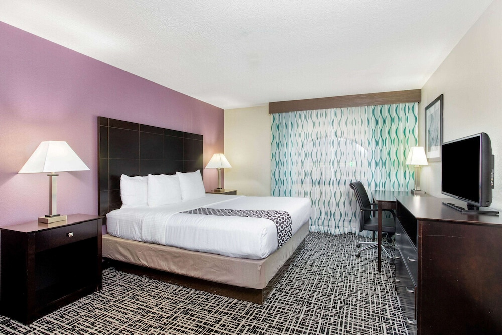 Room, La Quinta Inn & Suites by Wyndham Indianapolis Greenwood