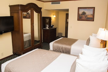 Standard Room, 2 Double Beds, Accessible, Bathtub - Guestroom