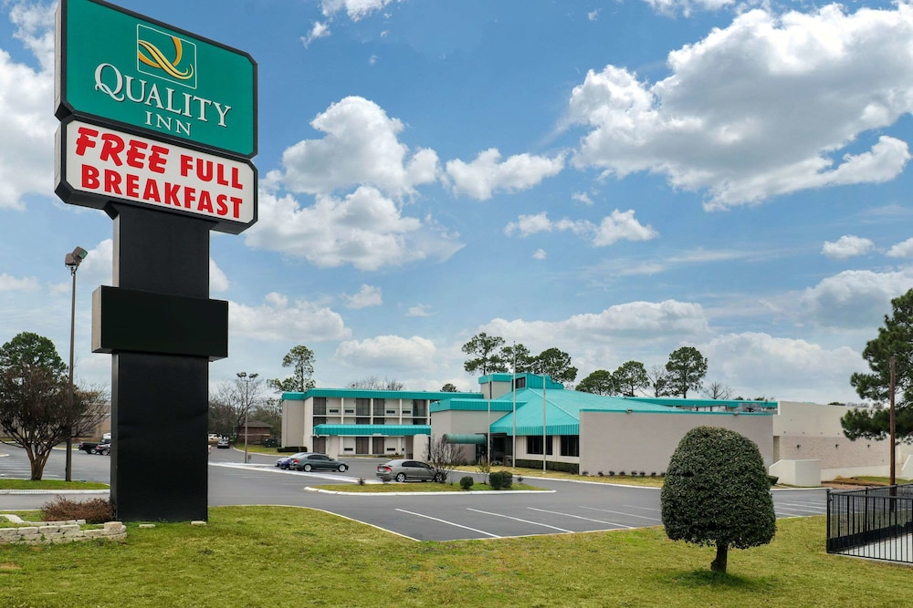 Quality Inn Tyler - Lindale in Tyler | Hotel Rates & Reviews